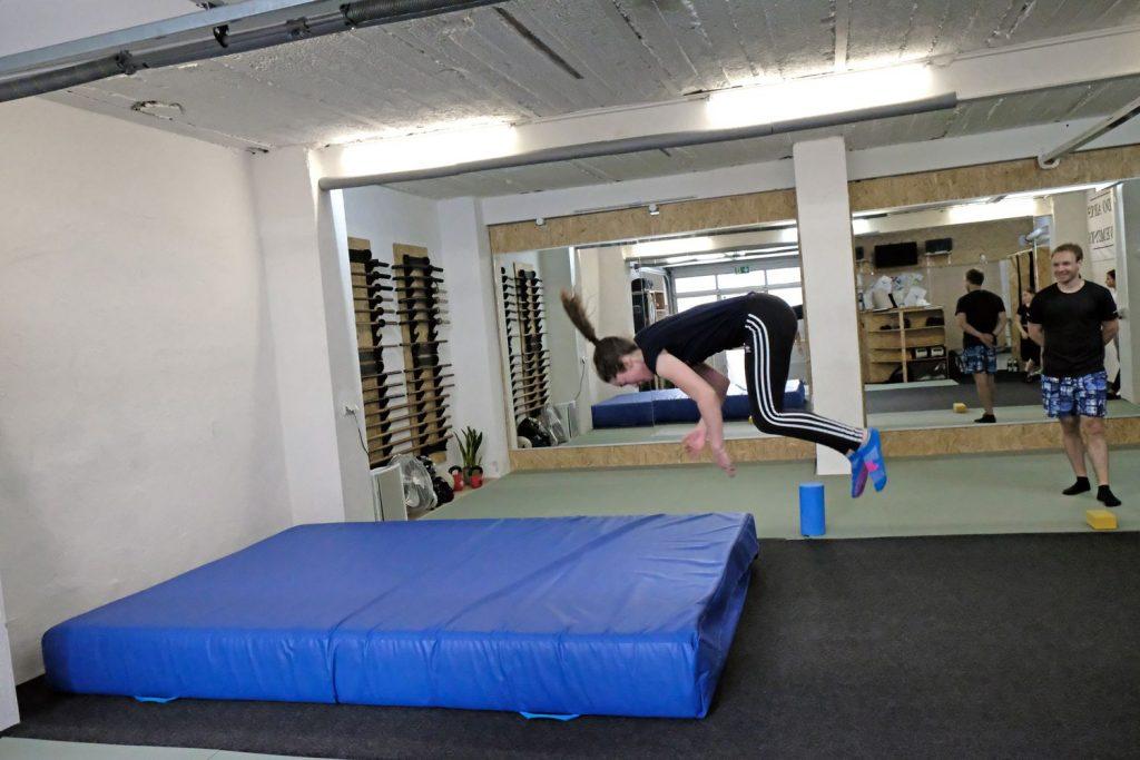 Tuddy Kurs - Vorwärtssalto Training